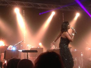 Gladys de Pilar sjöng duett med John Kluge